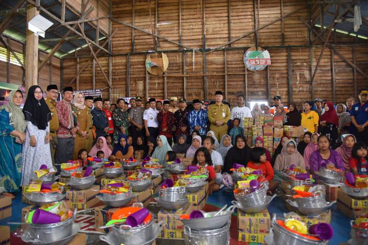 Pimpin Misi Kemanusiaan, Wako Fasha Disambut Haru Warga Pangkal Duri