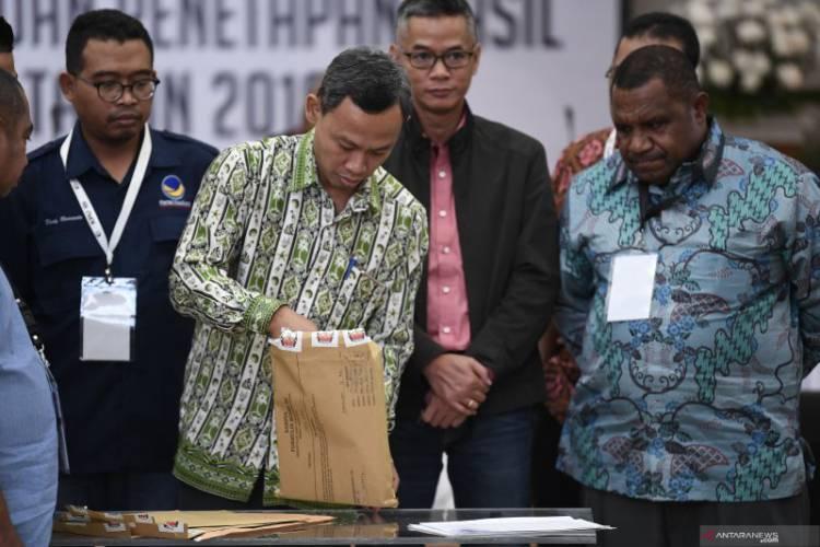 """Saksi BPN Protes Tata Cara """"Noken"""" Pada Rekapitulasi Pemilu di Papua Barat"""