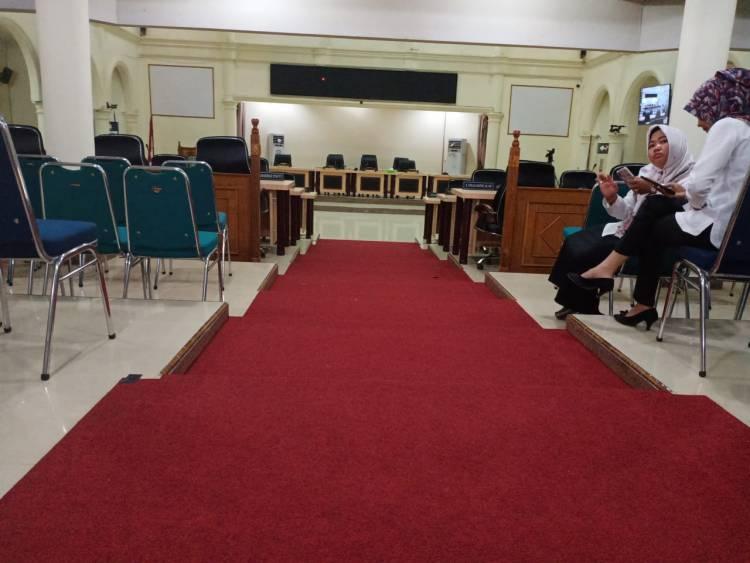 Paripurna DPRD Sarolangun Molor, Pejabat Pulang