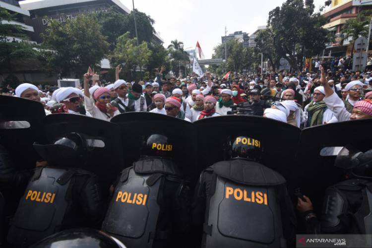 Aksi Massa di Depan Bawaslu Kondusif