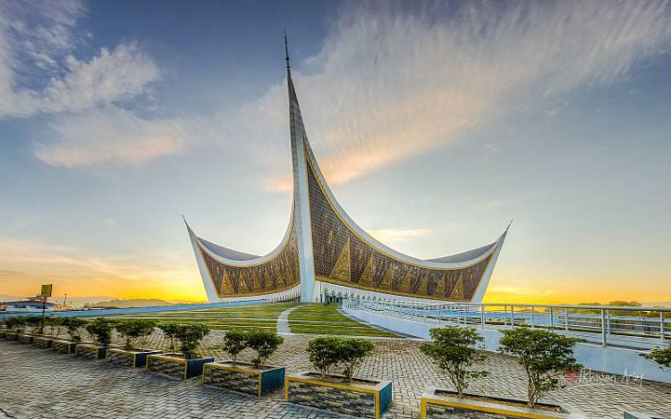 Masjid Raya Sumbar Simbol Perpaduan Nilai Islam dan Adat Minangkabau