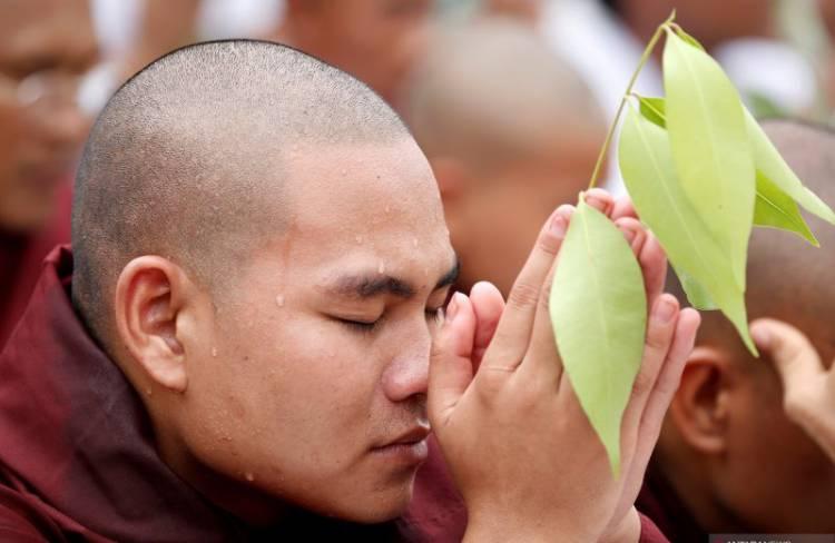 Pendukung Wirathu Pendeta Garis Keras Myanmar Protes Surat Penangkapan