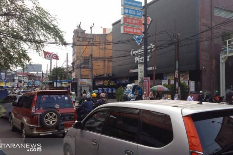 Volume Kendaraan Luar Kota Padati Jalan Protokol di Sukabumi