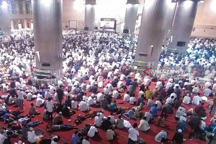 Ribuan Jamaah Padati Istiqlal di Malam Iktikaf