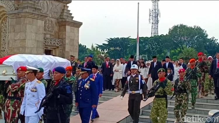 Jokowi: Dengan Memohon Ridho Allah, Marilah Kita Lepas Ibu Ani Yudhoyono