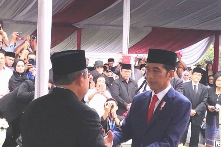 Jokowi: Ani Yudhoyono Tokoh Wanita Indonesia Terbaik