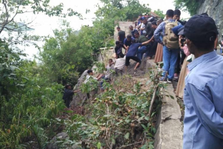 Satu Unit Mobil Pick Up Jatuh ke Jurang Geurutee, Begini Nasib 20 Penumpang