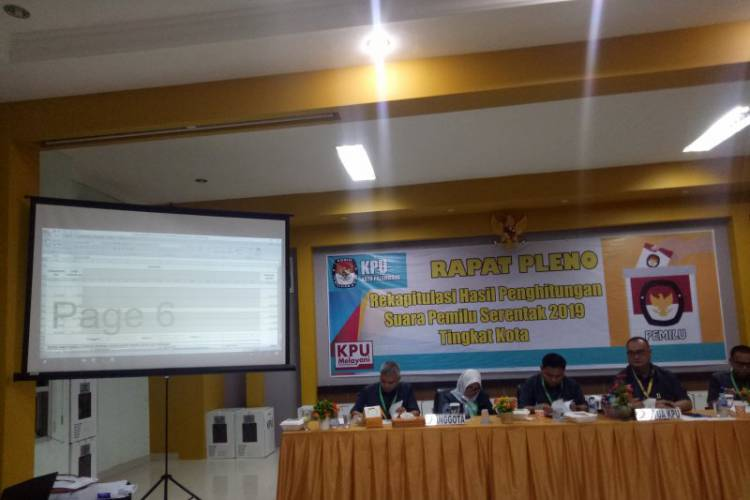 Ketua dan Empat Komisioner KPU Palembang Resmi Tersangka