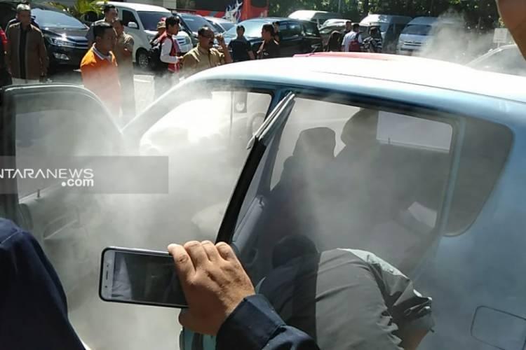 PANIK! Mobil Terbakar di Area Parkir Gedung DPRD Surabaya