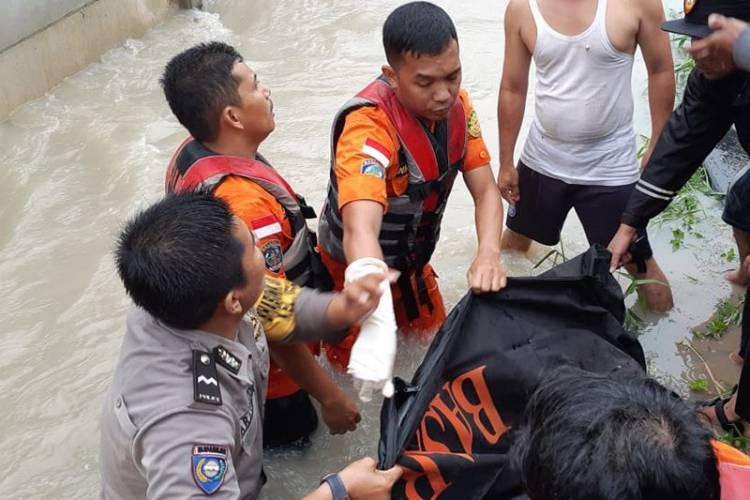 Duh! Ternyata Korban Tewas Akibat Banjir Pekanbaru Adalah Pengantin Baru