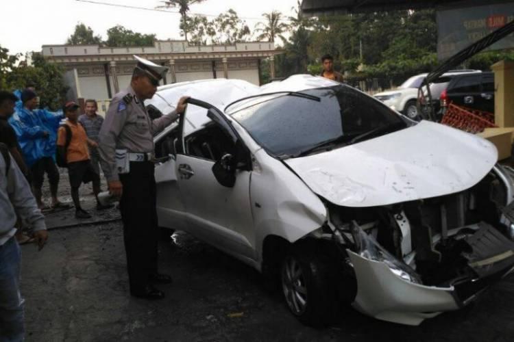 Minibus Asal Padang Kecelakaan di Parapat Satu Tewas