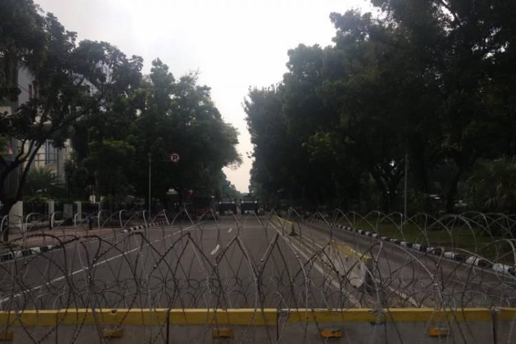 Polisi Blokade Jalan Menuju Gedung MK