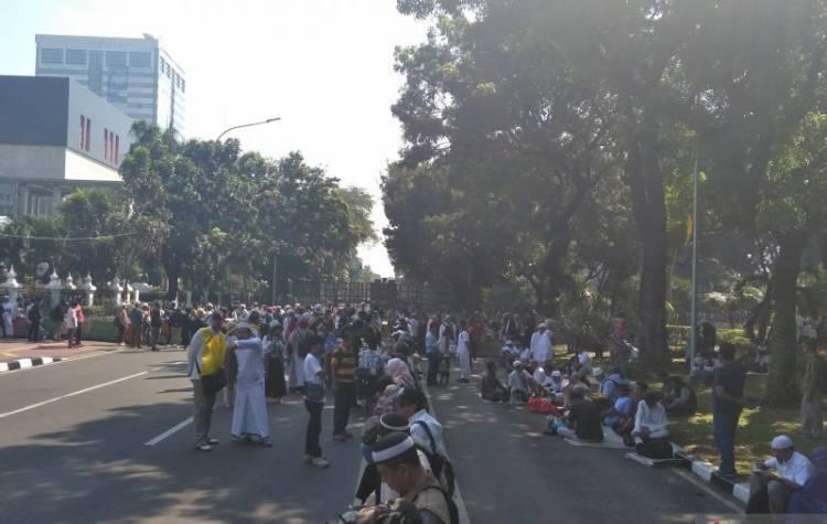 Diblokade Polisi, Massa Kecewa Berat Tidak Bisa Berunjuk Rasa di Depan MK