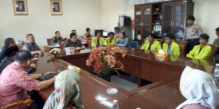 Tak Digubris Pihak Kampus, Mahasiswa Unaja Mengadu ke DPRD Jambi