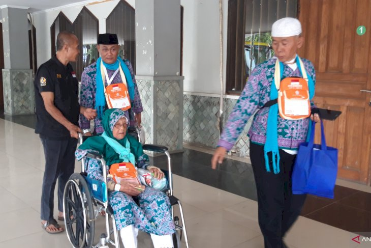 Calon Haji Tertua Embarkasi Pondok Gede Usia 99 Tahun
