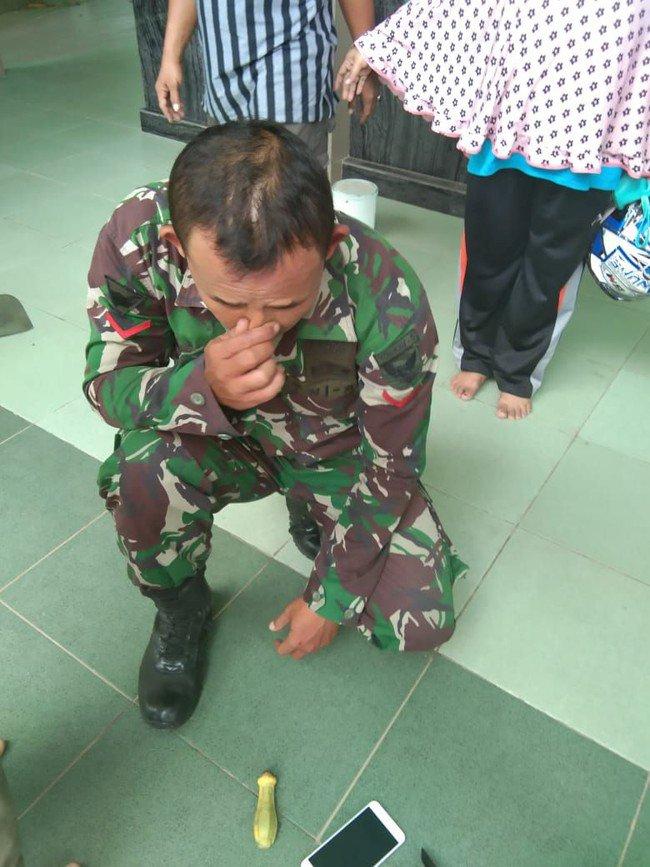 Duh..! Oknum TNI di Palembang Kepergok Warga Curi Kotak Amal Masjid