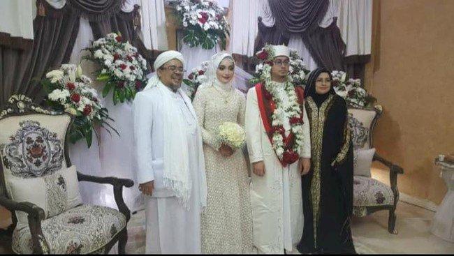 Habib Rizieq Menikahkan Putrinya di Mekkah