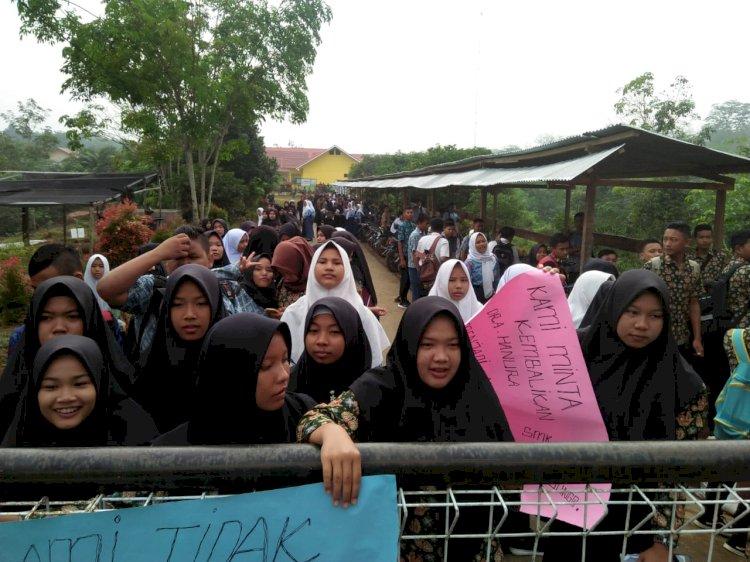 Aksi Mogok Belajar, Ratusan Siswa SMKN 10 Jujuhan Bungo Tolak Kepala Sekolah Baru