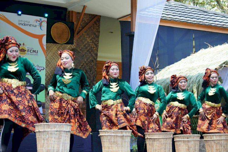 SEMARAK  Tari Ambung Warga Binaan Lapas Perempuan di Festival Candi Muarojambi