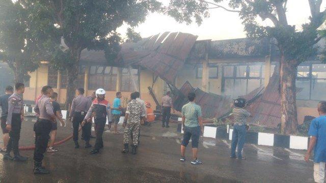 Gedung Logistik Polda NTT Ludes Terbakar