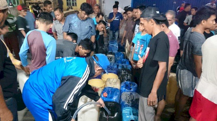 Kemarau Terparah, Warga Tungkal Ngantri Pembagian Air Bersih