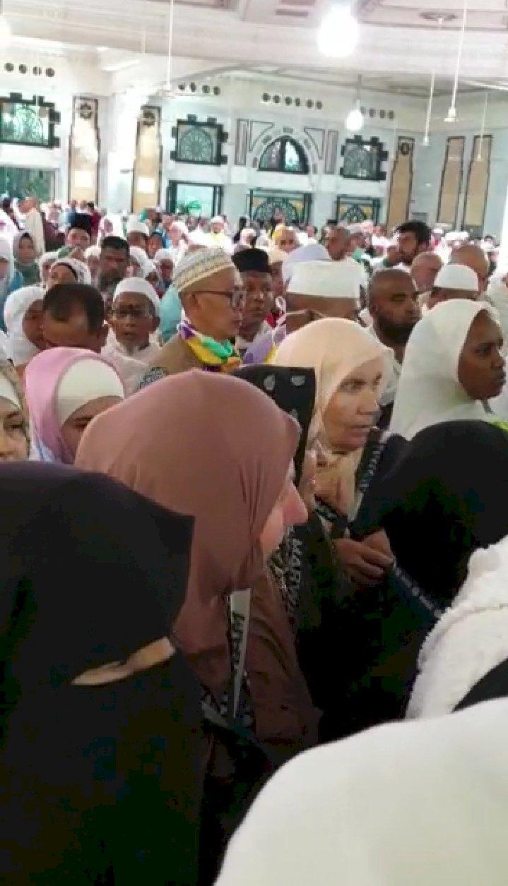 Jemaah Haji Berdesak-desakan Saat Sa'i