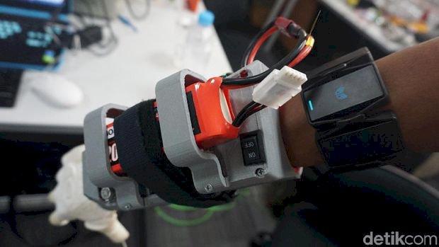 DIRGAHAYU INDONESIA! Tangan Bionik Keren Ini Buatan Anak Bangsa