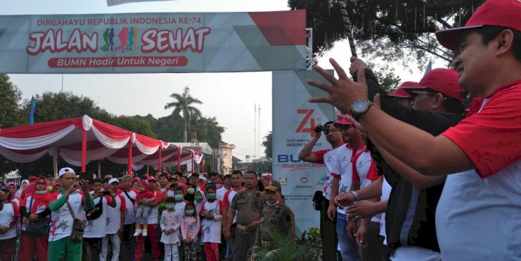 Gubernur Jambi Lepas Jalan Sehat BUMN Hadir untuk Negeri