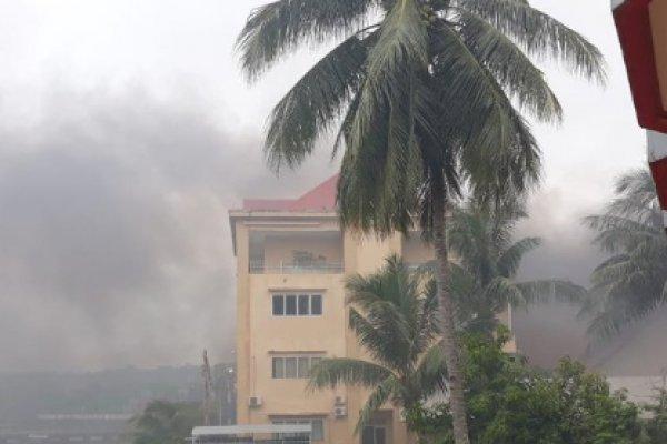 PAPUA MENCEKAM, Gedung DPRD Papua Barat Dibakar