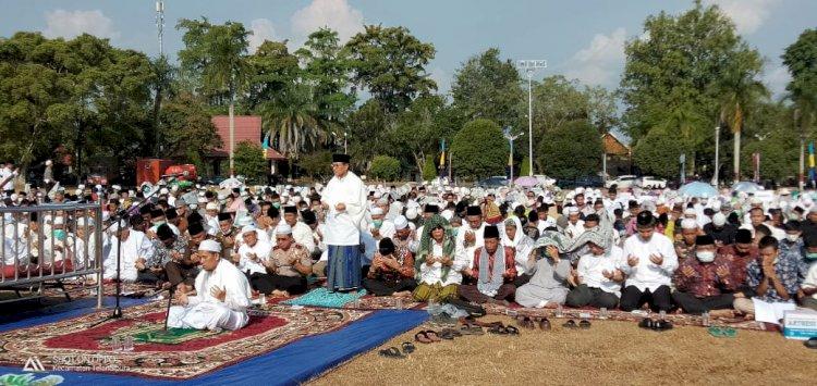 Gubernur Jambi Fachrori Umar Sholat Istisqa Bersama Ratusan Masyarakat