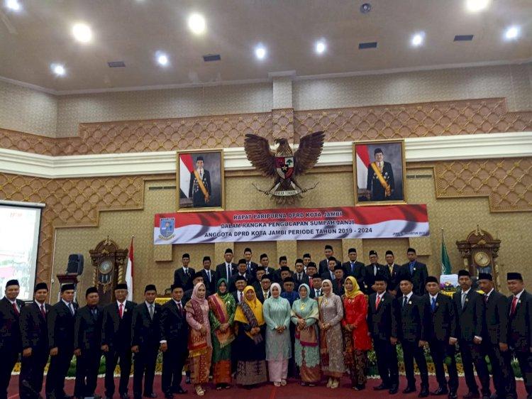 Ketua PN Jambi Pimpin Sumpah Jabatan 45 Anggota DPRD Jambi
