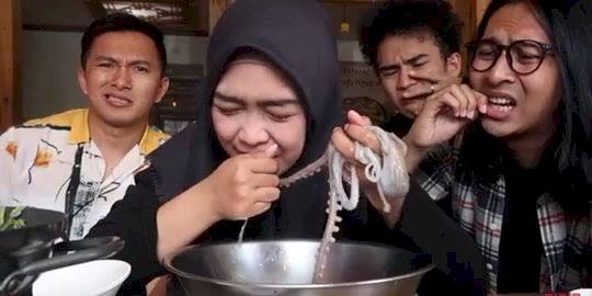 Heboh Video Makan Gurita yang Bergerak, Begini Kata Ria Ricis