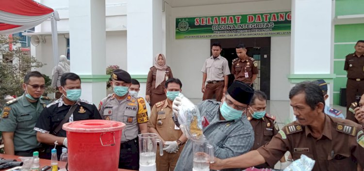 Ketua DPRD & Aparat Blender Sabu di Kejaksaan Merangin