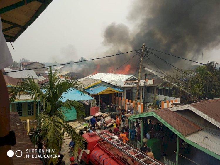 BREAKING NEWS!! Warga Panik, Kobaran Api Mengamuk di Kelapa Gading Tanjab Barat