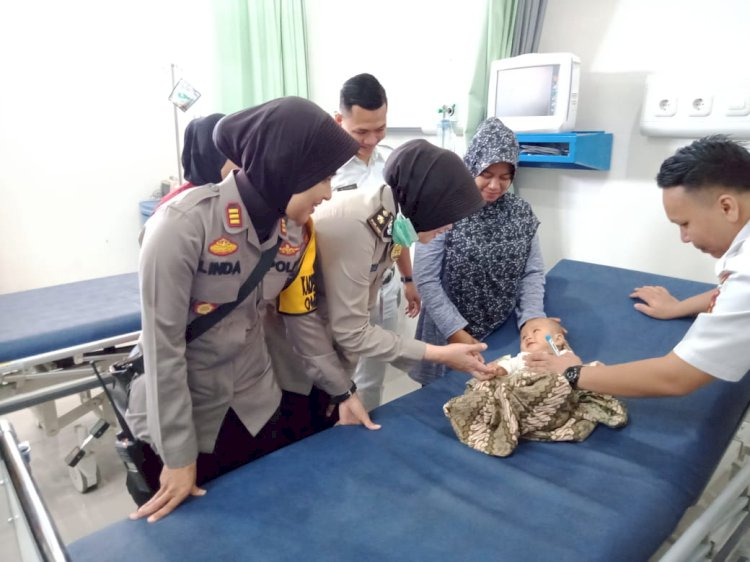 Warga Palmerah Heboh, Temukan Bayi Umur 5 Bulan di Dalam Gendongan