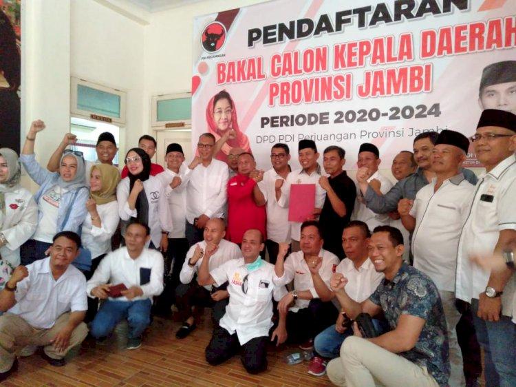 Akhirnya Mendaftar! Tim Fasha Ambil Formulir di PDIP Jambi