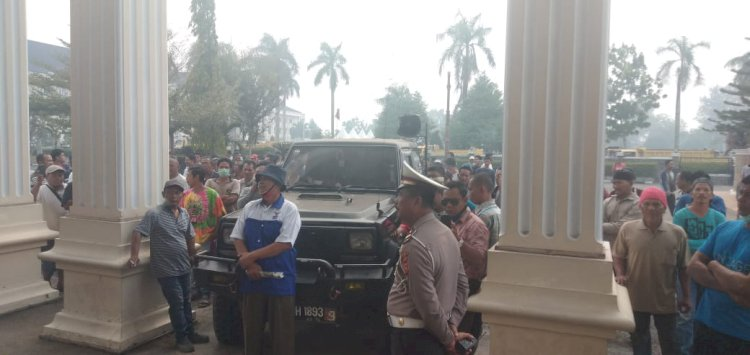 Dilarang Isi BBM Bersubsidi di SPBU, Puluhan Sopir Truk Protes ke DPRD Provinsi Jambi