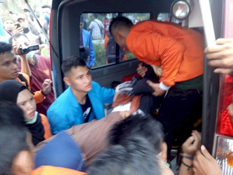Unjuk Rasa Rusuh, Sejumlah Mahasiswa Dilarikan Ke Rumah Sakit