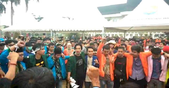 Meski Bentrok, Mahasiswa Jambi Tak Mundur dan Bersatu!