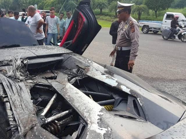 Begini Kronologis Mobil Lamborghini Raffi Ahmad Terbakar