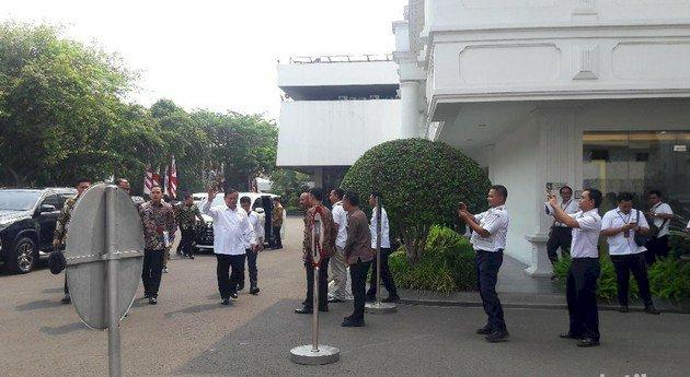 Prabowo dan Nadiem Ikuti Sidang Kabinet Perdana dengan Jokowi