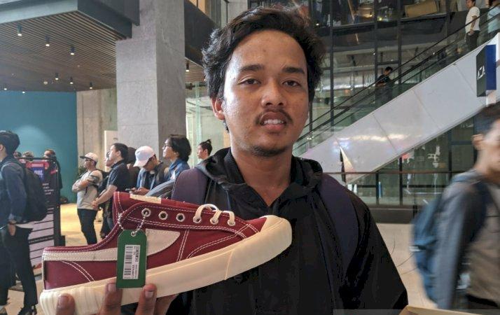 """Rela Berdesakan Demi Sepatu """"Jadoel"""" dalam Urban Sneaker Society"""