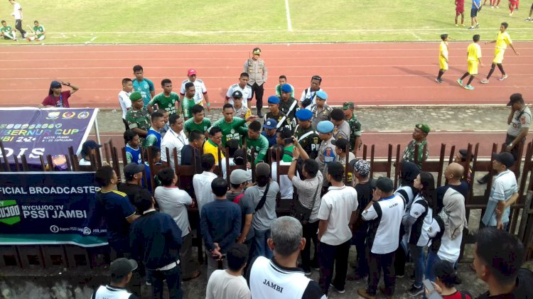 Pertandingan Pembuka Gubernur Cup Nyaris Ricuh, Kota Jambi dan Tanjab Barat Sayangkan Keputusan Wasit
