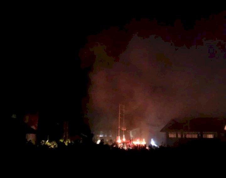BREAKING NEWS! Panel Gardu PLN Kualatungkal Terbakar
