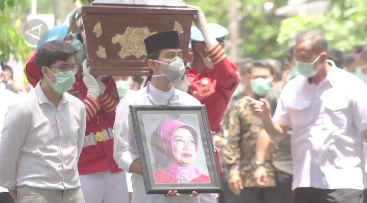 Jenazah Ibunda Jokowi Disholatkan Masjid Baiturrachman